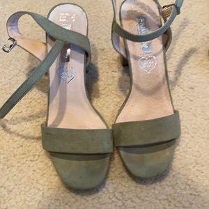 Olive platform sandal in suede